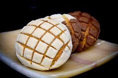 Prepara un delicioso pan típico de México, las tradicionales conchas de vainilla o chocolate. Acompaña este delicioso pan con un chocolate caliente o un atole.