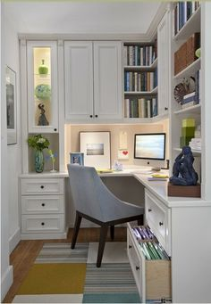 I so have to try this in my tiny office. I have NO space for organization!!!