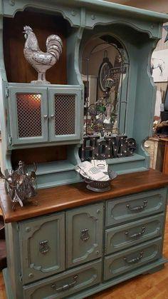 40 Trendy old furniture makeovers kitchen cabinets hutch redo Distressed Furniture, Refurbished Furniture, Farmhouse Furniture, Paint Furniture, Repurposed Furniture, Furniture Projects, Rustic Furniture, Furniture Making, Furniture Makeover