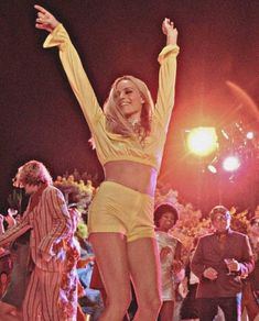 Once Upon In Hollywood by Quentin Tarantino . What are your thoughts about the recent film of Tarantino? Margot Robbie Style, Margot Elise Robbie, Margo Robbie, Margot Robbie Movies, Actress Margot Robbie, Janis Joplin, Diana Ross, Does Your Mother Know, Model Tips