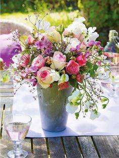 아주 가끔 베스가 꽃을 사들고 와서 열심히~ 작은 화병이나 컵에 열심히 꽂고 있으면 나의 김여사님께서는 ...