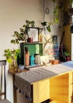 Jayati and Manali share their home tour as the science home décor - A classic example of eclecticism Indian Bedroom Decor, Ethnic Home Decor, Asian Home Decor, Unique Home Decor, Diy Home Decor, Indian Room, Apartment Therapy, Cozy Apartment, Indian Homes