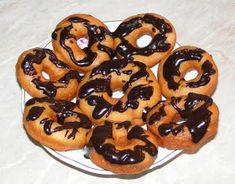 Gogosi glazurate cu ciocolata Doughnut, Gem, Desserts, Food, Tailgate Desserts, Deserts, Essen, Jewels, Postres