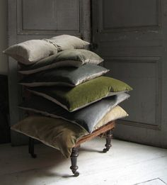 oooh pretty velvet throw pillows. so perfectly cozy for fall and winter.