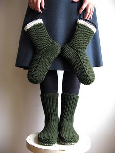 Nolas's Slippers, tutorial by Nola Miller from  a pattern published in  The Seamen's Church Institute - Christmas at Sea