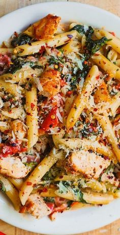 Chicken and Bacon Pasta Spinach Pasta, Spinach Alfredo, Bacon Tomato Pasta, Garlic Pasta, Sausage Pasta, Cream Sauce For Chicken, White Chicken, Pasta Dinners, Cooking Recipes