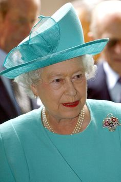 MAY 2008 - The Flower Basket boasts rubies, diamonds and sapphires and was given to Princess Elizabeth by her parents, King George VI and Queen Elizabeth, to mark the birth of her son -Prince Charles - in November Queen Elizabeth II Best Diamond Brooches God Save The Queen, Hm The Queen, Royal Uk, Royal Queen, Victoria Secret Show, Queen Victoria, Princess Elizabeth, Queen Elizabeth Ii, George Vi