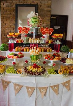 New fruit bar table bridal shower Ideas Fruit Tables, Fruit Buffet, Fruit Trays, Fruit Display Tables, Candy Buffet Tables, Catering Display, Party Food Platters, Party Trays, Fruit Decorations