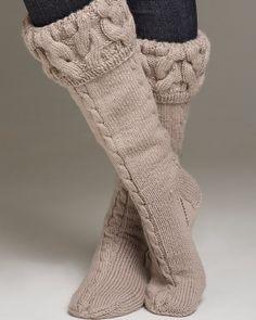 Strømper med snoning fra knittingroom.dk