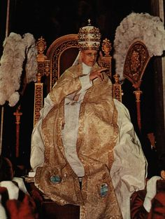 Pope Pius XII in the Sedia Gestatoria.