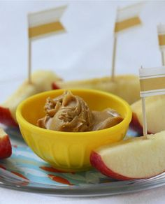 Apple Sailboat Dippers with peanut butter or yogurt would be a fun snack for kids #lilsnappers