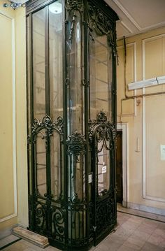 Petersburg, the ex-capital of Russia, hides a lot of beautiful vintage objects such as pedestrians, steam elevators and similar. Art Nouveau Architecture, Beautiful Architecture, Art And Architecture, Architecture Details, Metz France, Elevator Music, Elevator In House, Elevator Design, Art Deco