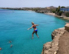 Cliff jumping Playa Forti, Curacao