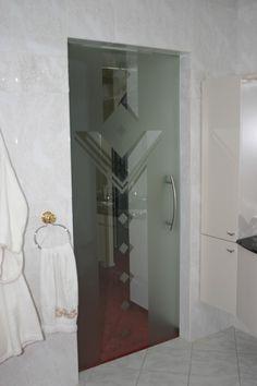 Hardglazen deur met gedeeltelijke mattering naar eigen wens. Mirror, Furniture, Home Decor, Decoration Home, Room Decor, Mirrors, Home Furniture, Interior Design, Home Interiors