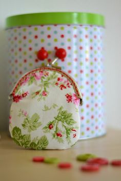 Duni's Studio: DIY coin purse with bobble frame