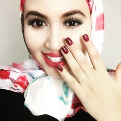 I love to have the print of my hijab the same colour as my nails and you do you do that. .. . . . . #uniquefashionista___ #hijabfashion #muslimah #hijabcasa #lookbookofficial #muslimahchamber #hijab #hijabi #black #gold #fashion #fashionista #fashionblogger #muslimah #mayasquare #hijabstyle #hijabfashion #instagood #happy #ootd #tbt #love #nails