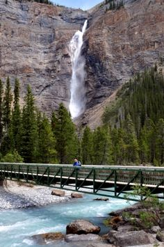 Takakkaw Falls in Canada - The Highest water fall in that country. Stunning!
