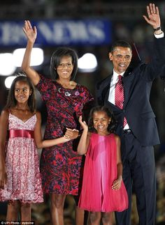 Pre-President Barack and pre-First Lady Michelle Obama along with daughters Malia and Sasha, as he accepts the Democratic Presidential nomination in Barack Obama Family, Malia Obama, Obama Family Pictures, Obama Sisters, Barak And Michelle Obama, Obama Daughter, Presidente Obama, Presidents Wives, Malia And Sasha