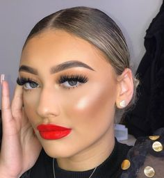 """Daniella F Makeup on Instagram: """"One of my most popular looks ❤️ Swipe through to see red lip process :)"""" Sexy Makeup, Glam Makeup, Makeup Geek, Makeup Inspo, Beauty Makeup, Makeup Looks, Hair Makeup, Beauty Skin, Hair Beauty"""