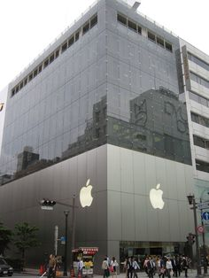 The Iconic Architecture of Apple Retail Stores,© wikimedia user Thomas van de Weerd. Licensed under CC BY 2.0