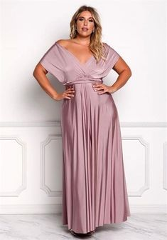 Impressive plus size dress for women to wear bridesmaid dresses plus size. Us size long dresses. Us size gowns for every plus size woman. Ere is a plus size dress that will make her look great and sexy. Plus Size Long Dresses, Dress Plus Size, Plus Size Outfits, Plus Size Gowns Formal, Gowns For Plus Size Women, Mode Xl, Bridesmaid Dresses Plus Size, Bride Dresses, Plus Size Dresses To Wear To A Wedding