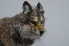 Der Wolf ist von der Nadelfilz-Soft-Skulptur-Technik handgefertigt. Ich habe diese kleine einzigartige wolle-Skulptur aus natürlichen Schaf- und Alpakawolle. Es verfügt über biegbare Beine, so dass es sehr sanft positioniert werden kann, um Ihre Phantasie zu folgen. Diese Nadel Felted Wolf ist etwa 8 lang.  Dieses Stück ist nicht für Kinder bestimmt 3 Jahre und unter als lose Fasern kann stellen eine Gefahr für die Würgen.  Bitte achten Sie darauf, um schonend zu behandeln, seine Fasern…