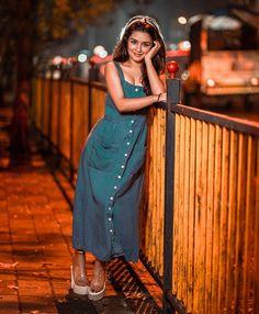 Avneet Kaur Beautiful HD Photoshoot Stills & Mobile Wallpapers HD Stylish Photo Pose, Stylish Girls Photos, Stylish Girl Pic, Stylish Kids, Cute Girl Poses, Girl Photo Poses, Photo Shoot, Beautiful Bollywood Actress, Beautiful Indian Actress