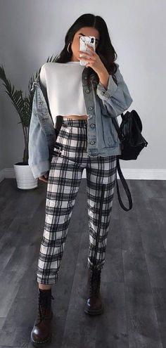 Plaid pants, denim jacket white sweater and black Dr martens, winter school outfit inspo Winter Fashion Outfits, Look Fashion, Korean Fashion, Fall Outfits, Casual Outfits, Fashion Women, 90s Fashion, Fashion Hub, Autumn Fashion