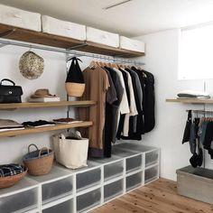 10 Beautiful Open Closet Concepts For Sophisticated Residence Open Wardrobe, Wardrobe Storage, Closet Bedroom, Bedroom Decor, Bathroom Niche, Closet Designs, Small Apartments, Storage Spaces, Muji Storage