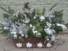 Christmas Tablescapes, Christmas Centerpieces, Christmas Decorations, Holiday Decor, Christmas Porch, Christmas Wreaths, Merry Christmas, Ikebana, Fall Decor