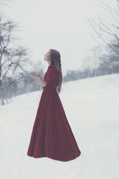 Snow white - a winter fairytale // Lichtpoesie in Münster | photography | inspiration | mystical | red | braid