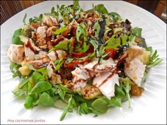 Cobb Salad, Chicken, Food, Wings, Baked Chicken, Vegetables Garden, Cooking Recipes, Fruit, Cooking Together