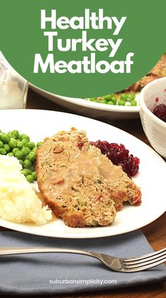 Meatloaf is an American dinner classic. This Healthy Turkey Meatloaf is the best! It is a lighter recipe the whole family will love, even if they're gluten-free. No white bread here, so it's paleo-friendly too. Chicken And Beef Recipe, American Dinner, Turkey Meatloaf, Easy Weeknight Dinners, White Bread, Light Recipes, Main Meals, Beef Recipes, Lighter