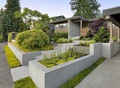 jardin contemporain sur plusieurs niveaux et murets de soutènement
