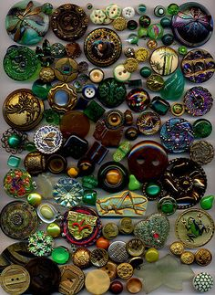 Huge Mixed Lot 2300 Antique Vintage Modern Buttons |
