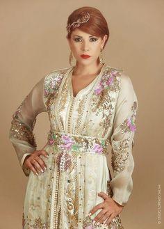 Caftan 2015 très spéciale du nouvelle génération des robes orientales et caftan Marocain de luxe porté par Leila Hadioui spécialement conçu pour femmes qui aiment le prestige et l'excellence.