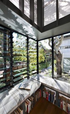 I don't like large windows but I'd love to lounge here while reading a good book