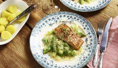 Das zarte, gebratene Lachsfilet schmeckt besonders gut zu einem Mix aus frischen, grünen Spargel- und gekochten Kohlrabi Stückchen. Dazu noch Sauce Hollandaise verfeinert mit Zitronenthymian.