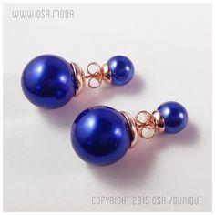 Descrizione: Orecchini double face Materiale: doppia perla simulata elettric blue, montatura placcata oro rosa 18 carati con farfalla in omaggio per doppia vestibilità