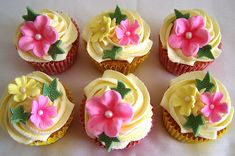 Google Image Result for http://www.thecupcakeblog.com/wp-content/uploads/2011/06/Pretty-Floral-Cupcakes.jpg