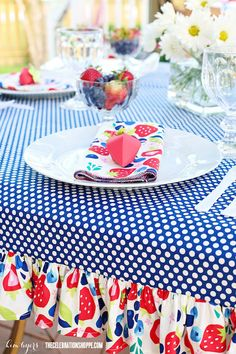 Learn how to sew a ruffle tablecloth with Kim Byers. Visit The Celebration Shoppe for more sewing tutorials and creative party ideas. Ruffled Tablecloth, Picnic Tablecloth, Oval Tablecloth, Fitted Tablecloths, Diy Sewing Projects, Sewing Hacks, Sewing Tutorials, Sewing Crafts, Sewing Ideas