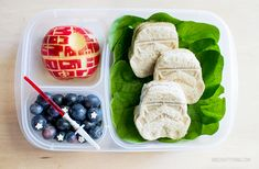 Bento Stormtrooper and Death Star lunch for Star Wars Day Cute Food, Good Food, Cute Lunch Boxes, Easy School Lunches, Childrens Meals, Whats For Lunch, Food Themes, Food Humor, Kid Friendly Meals