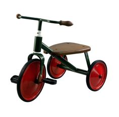 Triciclo clásico para #bebés de color verde y rojo Con el #triciclo, tu hijo mejorará sus capacidades motrices y #reflejos mientras juega. Ideal para niños a partir de dos años. #juego http://tienda.5mimitos.com/products/triciclo-verda
