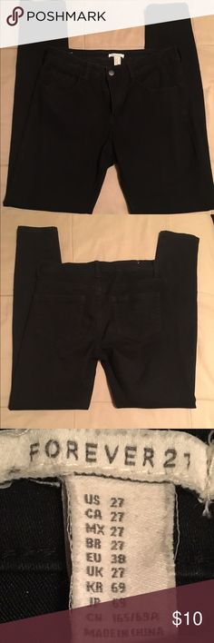 🌺 Forever 21 Straight leg, Medium stretch, used item. No offers accepted on items $20 or less 🌺 Forever 21 Jeans Straight Leg