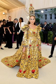 Sarah Jessica Parker in this Dolce & Gabanna dress, detail of lurex tulle at Met Gala 2018.