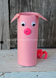 The girls and I decided to make these toilet paper pigs. Pig Crafts, Farm Crafts, Glue Crafts, Horse Crafts, Arts And Crafts Projects, Crafts For Kids, Egg Carton Crafts, Toilet Paper Roll Crafts, Pig Birthday