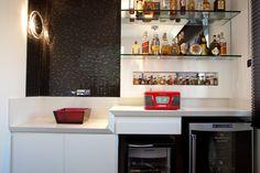 Bares em casa são úteis em dias de festa e não demandam muito espaço