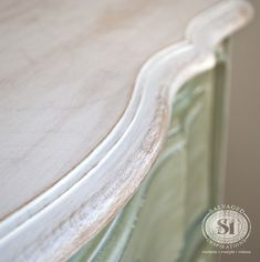 How To Whitewash Wood Furniture - Salvaged Inspirations Painting Laminate Furniture, Paint Furniture, Furniture Projects, Furniture Makeover, Furniture Refinishing, Beach Furniture, Diy Projects, Refinished Furniture, Furniture Stores