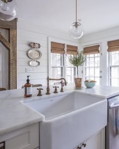 Love the unpolished Love the unpolished brass faucet and farmhouse sink in this beautiful white kitchen eclecticallyvinta. Classic Kitchen, New Kitchen, Vintage Kitchen, Kitchen Ideas, Kitchen Sink, Kitchen Designs, Kitchen Decor, Kitchen Islands, Kitchen Cabinets