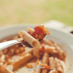 10 przepisów na sos do makaronu - wegańskie i bezglutenowe ⋆ AgaMaSmaka - żyj i jedz zdrowo! Macaroni And Cheese, Spaghetti, Chicken, Meat, Ethnic Recipes, Recipe, Mac And Cheese, Noodle, Cubs